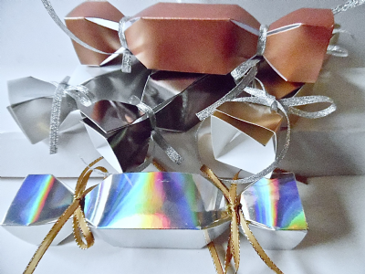 5 x Small  Christmas Cracker Favour / gift boxes Assorted Metallic  Colours